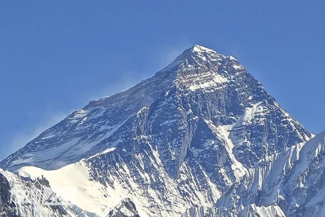 Mt._Everest_from_Gokyo_Ri_November_5,_2012_Cropped