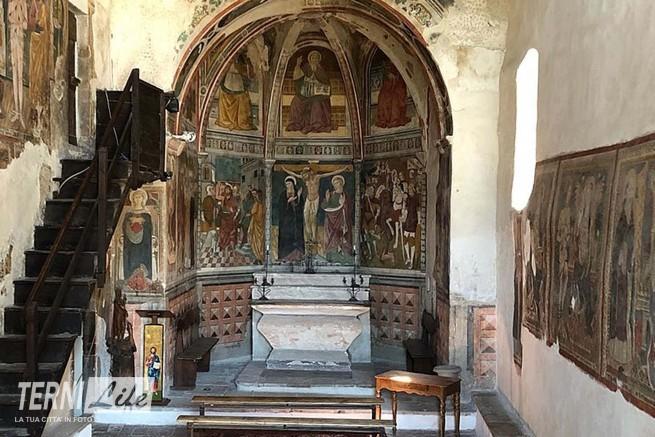 800px-Interno_della_Chiesa_di_San_Giovanni_Battista_(Arrone)