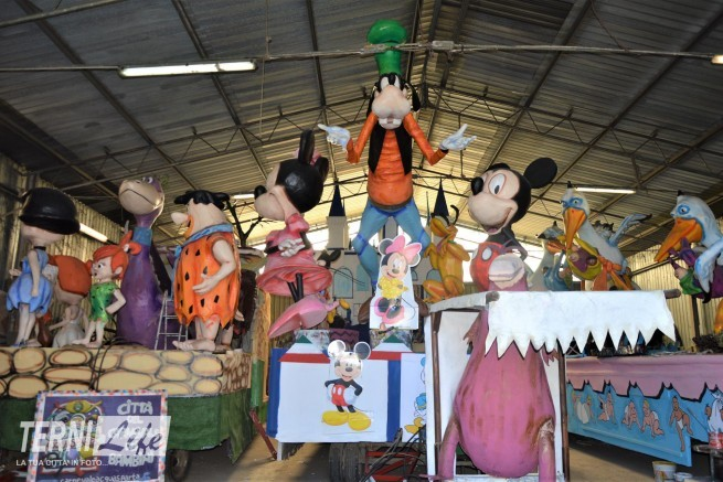 I carri Flintstones Disneyland Cicogne in missione 1