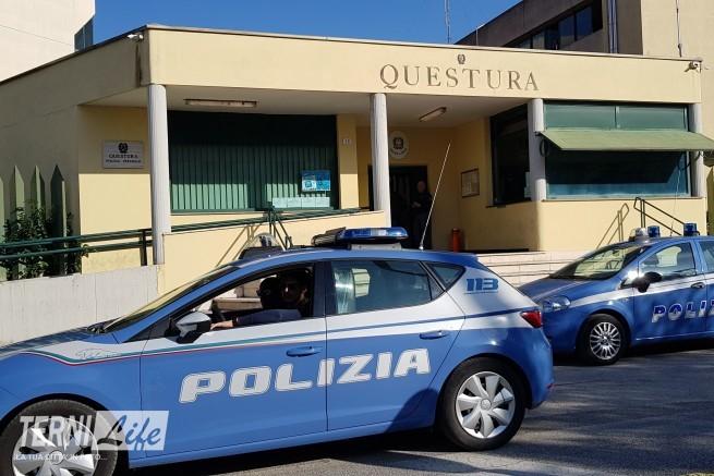 Le auto della Polizia di Stato