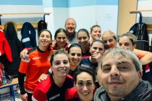 Prima squadra futsal femminile dopo vittoria con il real tadino