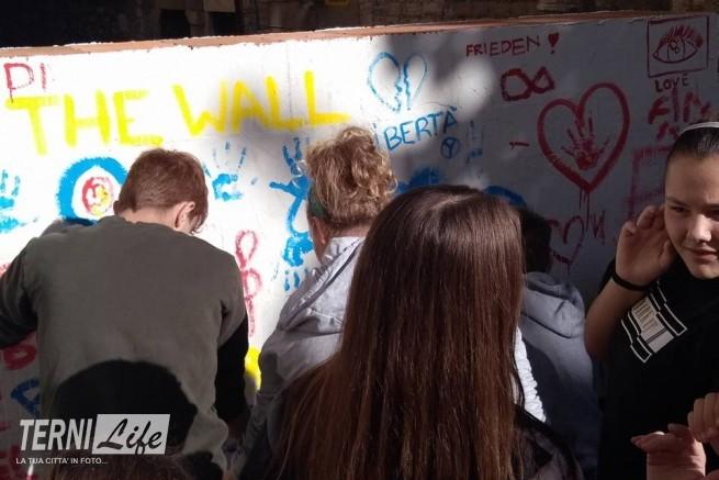Il muro da abbattere